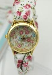 Уникальные наручные часы с ярким браслетом для девушек